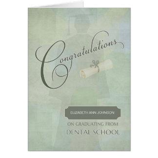 Cartão Os parabéns graduam o grau dental com nome