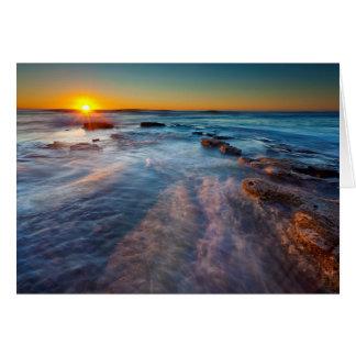Cartão Os raios de Sun iluminam o Oceano Pacífico