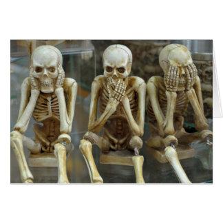 Cartão Ouça, fale, não veja nenhum esqueleto mau