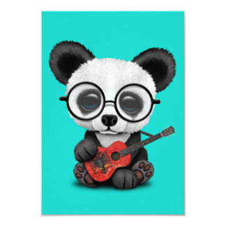 Cartão Panda do bebê que joga a guitarra albanesa da