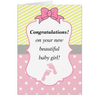 Cartão Parabéns cor-de-rosa e bebé novo amarelo