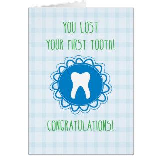 Cartão Parabéns no primeiro dente de perda, azul!