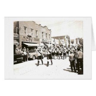 Cartão Parada do vintage na rua principal