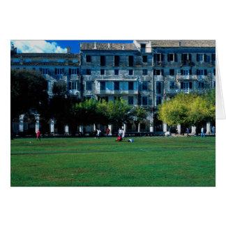 Cartão Passo no esplanade, Corfu do grilo, piscina