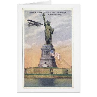 Cartão PC da estátua da liberdade do vintage com biplano