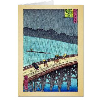 Cartão Pedestres que cruzam uma ponte durante uma