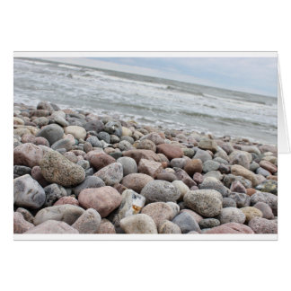 Cartão /pedras à praia, Mar Báltico, ilha Sobressaíram