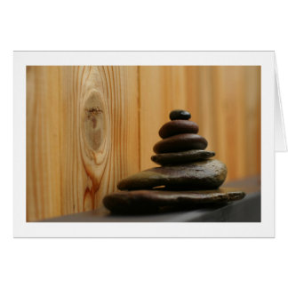 Cartão Pedras e madeira da meditação do monte de pedras
