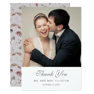Cartão Pena do vintage e obrigado floral do teste padrão