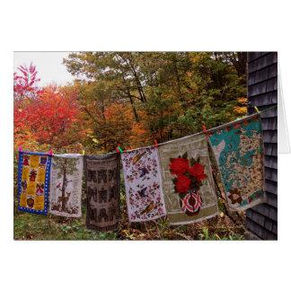 """Cartão """"Pendurando para fora"""" o Clothesline do outono do"""