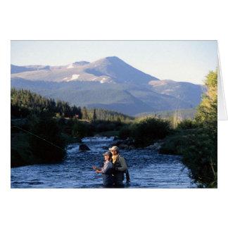 Cartão Pesca com mosca nos shawdows de picos de Colorado