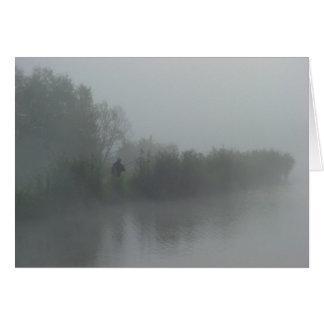 Cartão Pescador na névoa