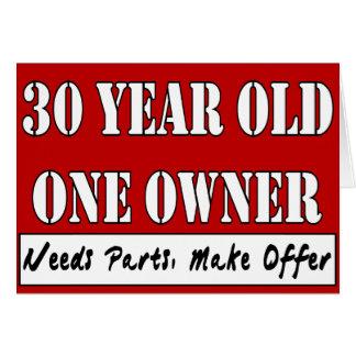 Cartão Pessoas de 30 anos, um proprietário - as peças das