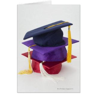 Cartão Pilha de mortarboards da graduação