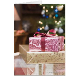 Cartão Pilha de presentes de época natalícia