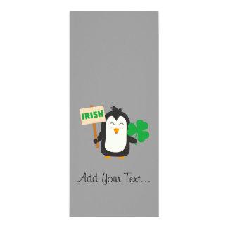 Cartão Pinguim irlandês com trevo Zjib4