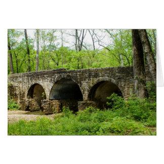 Cartão Ponte velha no rio de Cuivre