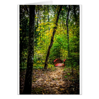 Cartão Ponte vermelha na floresta