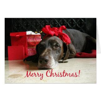 Cartão ponteiro e presentes do Feliz Natal na lareira