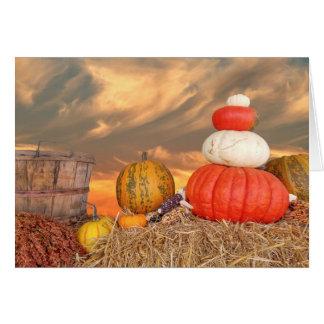 Cartão Por do sol do outono com abóboras