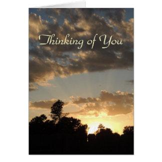 Cartão Por do sol dourado com raios do deus - pensando de