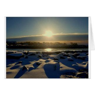Cartão Por do sol rochoso da neve