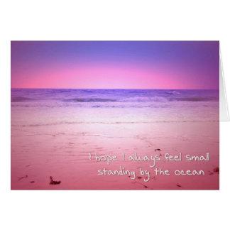 Cartão por do sol roxo e cor-de-rosa do oceano