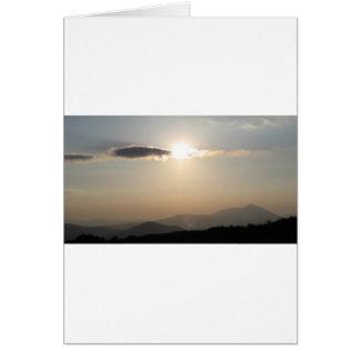 Cartão Por do sol sobre montanhas