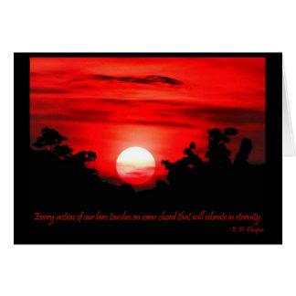 Cartão Por do sol vermelho de ardência das citações da