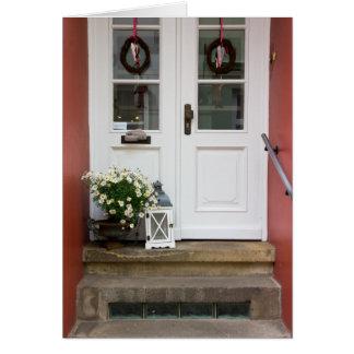 Cartão Porta bonito da casa de campo com uma lâmpada e as