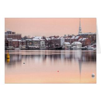 Cartão Portsmouth nevado, beira-rio do NH