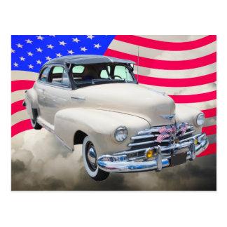 Cartão Postal 1948 Chevrolet Fleetmaster e bandeira americana