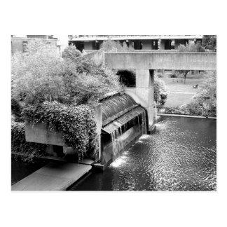 Cartão Postal A cachoeira do centro do Barbican