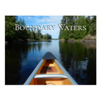 Cartão Postal A canoa na água, limite molha a área da canoa,