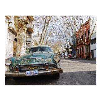 Cartão Postal A cor oxidada e flocoso de um carro velho