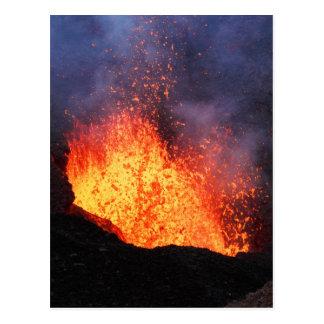 Cartão Postal A fonte da lava quente entra em erupção do vulcão