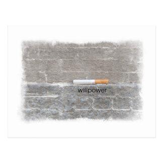 Cartão Postal A força de vontade parada fumando o último cigarro
