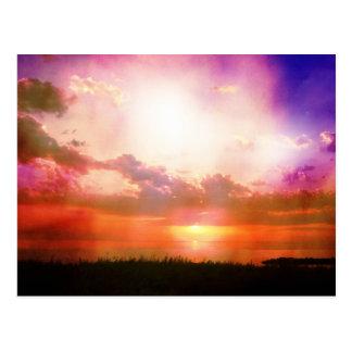 Cartão Postal A foto alaranjada cor-de-rosa roxa do por do sol