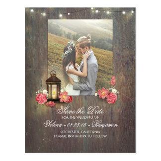 Cartão Postal A lanterna do metal do vintage e a foto da madeira