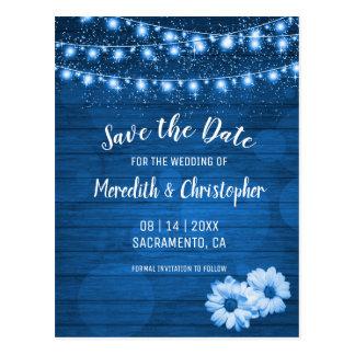 Cartão Postal A margarida de madeira azul rústica floresce luzes