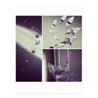 Cartão Postal A música nota o móbil do guindaste de Origami