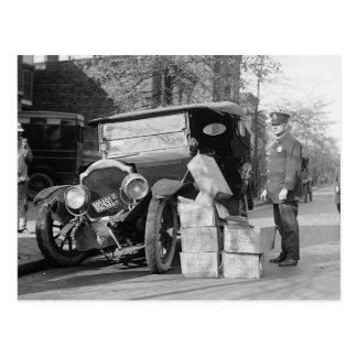 Cartão Postal A polícia captura Bootleggers Carro, 1922