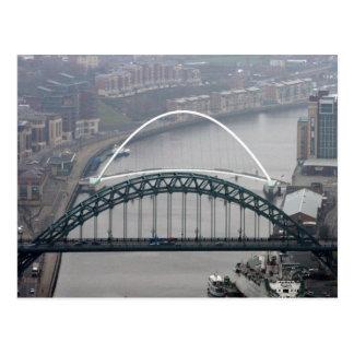 Cartão Postal A ponte de Tyne e ponte do milênio