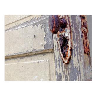 Cartão Postal A porta e o puxador da porta antigos nos
