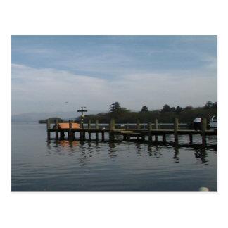 Cartão Postal a reflexão dos windermere do lago