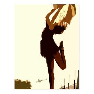 Cartão Postal A senhora livre de dança no ouro tonifica a