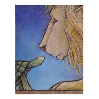 Cartão Postal a tartaruga considera o leão