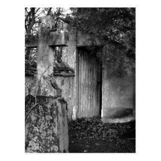 Cartão Postal A vertente no cemitério em preto e branco