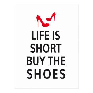 Cartão Postal A vida é short, compra os calçados