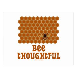 Cartão Postal Abelha pensativa (abelha no fundo do favo de mel)